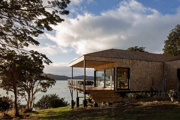 The architects created a simple, shed-like refuge so as to not detract from the surrounding environment.