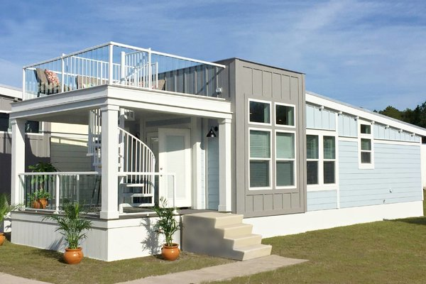 Based in Bartow, Florida, Homes of Merit was established in 1973 and builds modular and mobile homes throughout Florida. Their homes typically include front porches, expansive outdoor areas, and modern, technology-forward interiors.