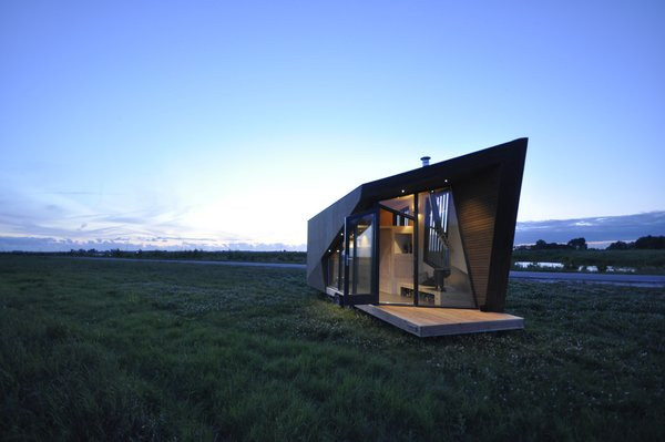 The large windows help to flood the tiny home with plenty of sunlight.