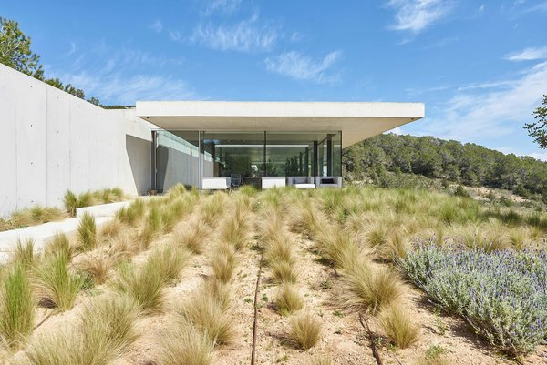 Erpicum is known for using architectural elements to obscure the entry and orient the home toward the landscape rather than a single view. Visitors approach the home along a walkway that cuts through plantings and evokes a connection to the home's location along a prairie.