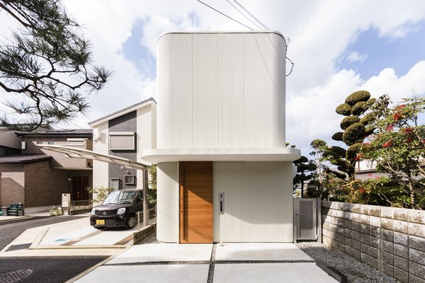 Set on a narrow, 18-foot-wide site, Melt House presents a corrugated exterior.