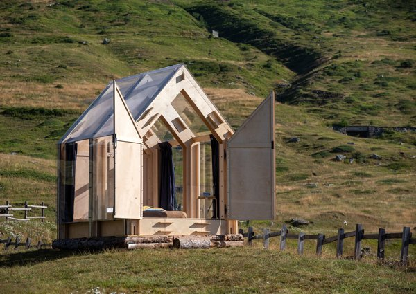 """Birch plywood panels, full-height windows and a transparent roof compose """"Immerso Glamping"""