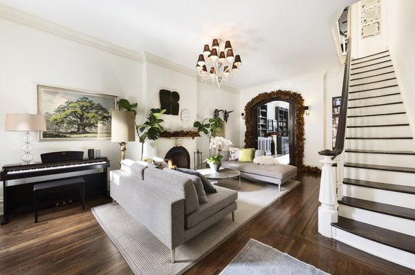 Upon arrival, double entry doors lead into the sun-bathed parlor floor, which is graced by 11' ceilings. Anchored by an original fireplace, the formal living room is dressed in a neutral color palette, complemented by richly textured hardwoods.