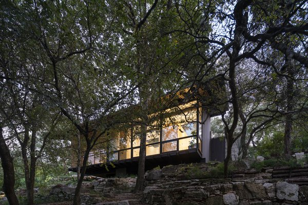 Rollingwood Residence cascades over the ledges while keeping existing trees intact.