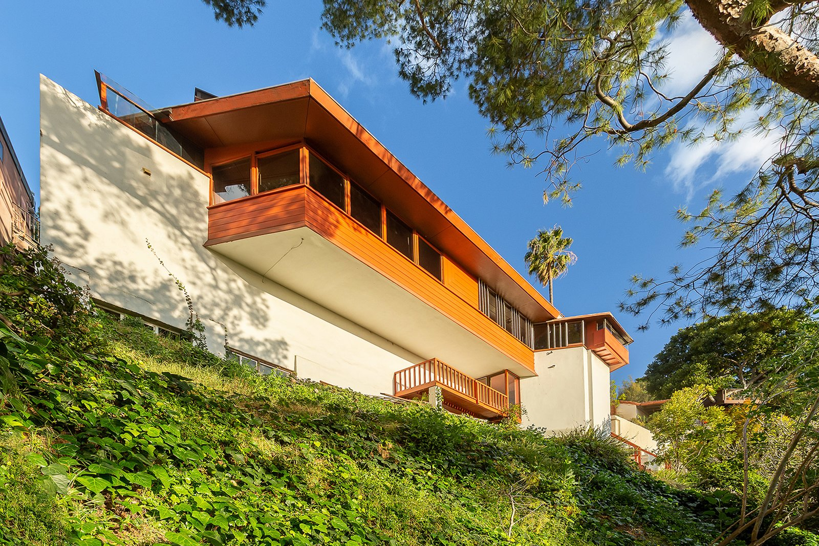 """A rear view shows a cantilevered living room and a formerly enclosed walkway to the bedrooms. Lautner would go on to build several homes nearby, including the famous Reiner-Burchill """"Silvertop"""" Residence down the street."""
