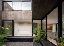 Breezy Open Design: House with Two Patios Overlooks the Pacific