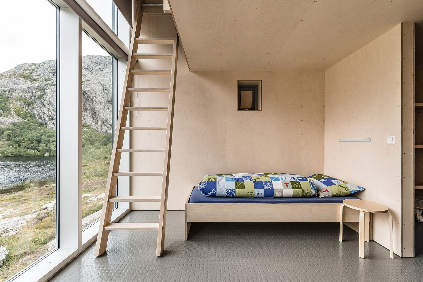 Bunk beds create perfect and multiple sleeping stations inside the mountain cabin
