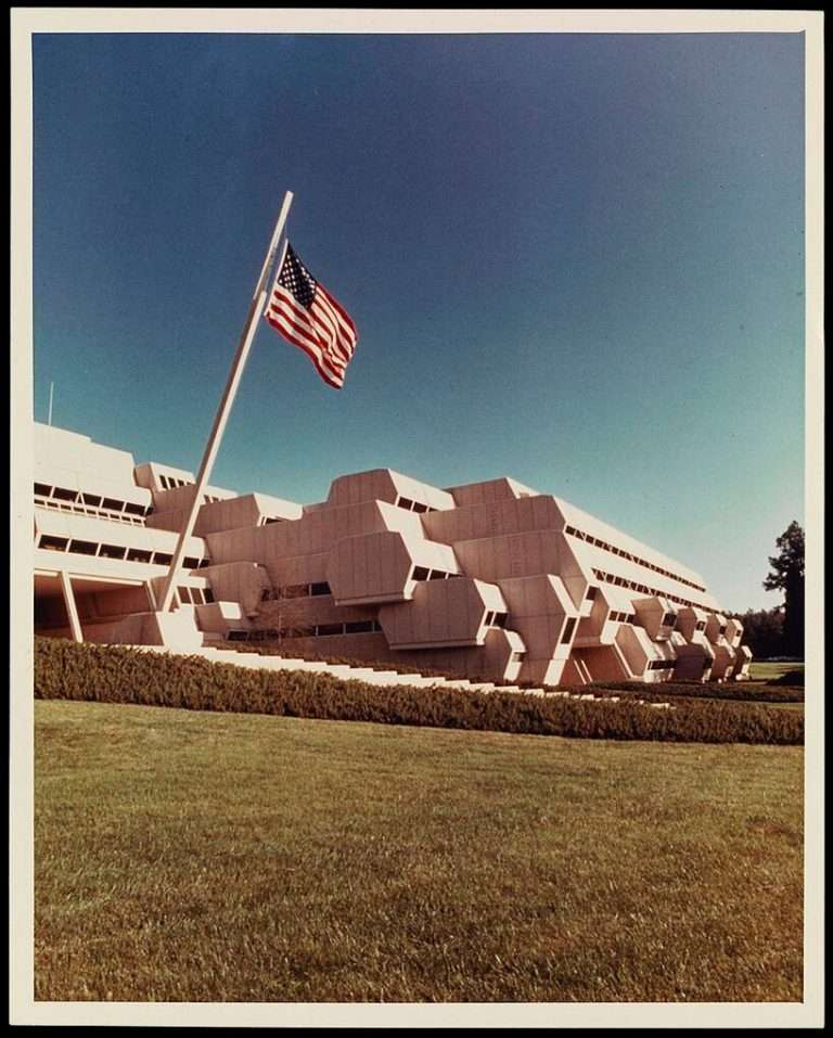 demolition starts on paul rudolph's burroughs wellcome building in north carolina