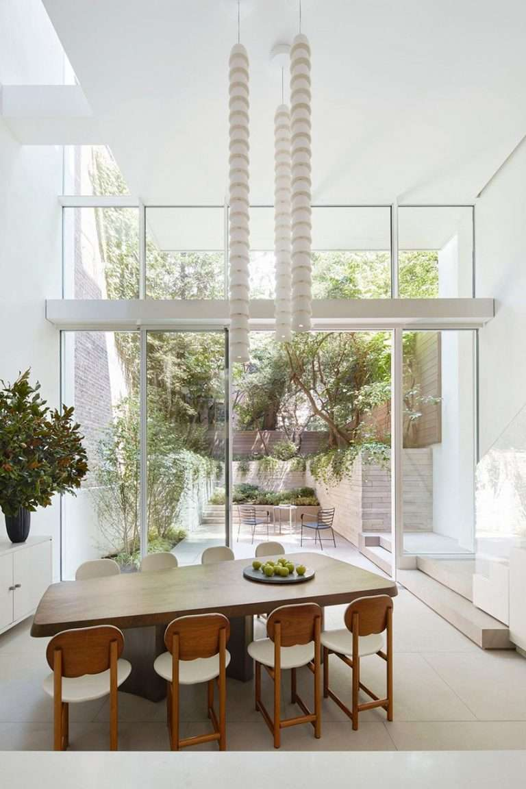 SKOLNICK turns an 1830s townhouse into a light-filled 'vertical loft' in NYC
