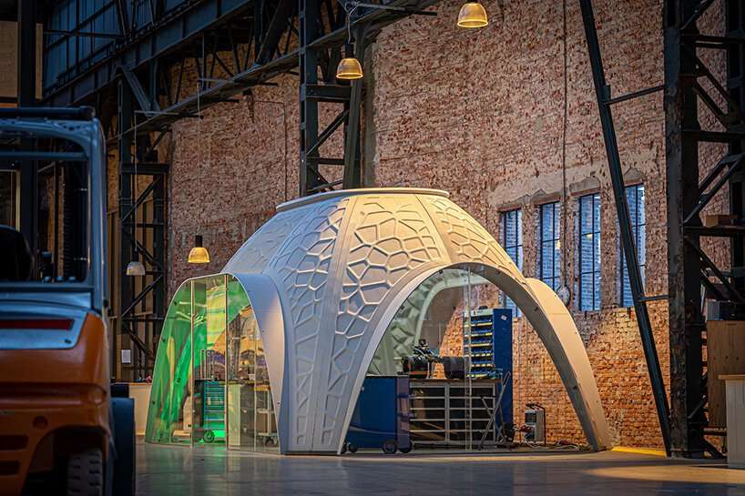 R-IGLO is 3D-printed workplace made from PET plastic waste