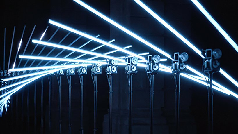 this interactive light installation by collectif scale reacts to music and composes kinetic poetry