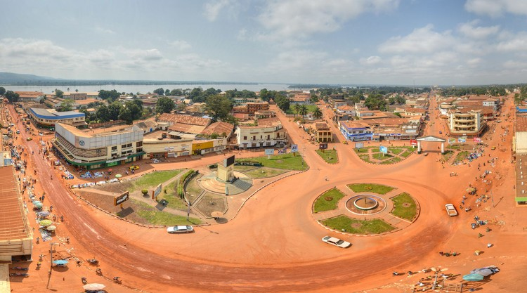 The low-rise city centre of Bangui. Image © Wikimedia User Alllexxxis under the Creative Commons Attribution-Share Alike 4.0 International license.